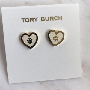 - Nwt Tory Burch lacquered logo heart stud e…